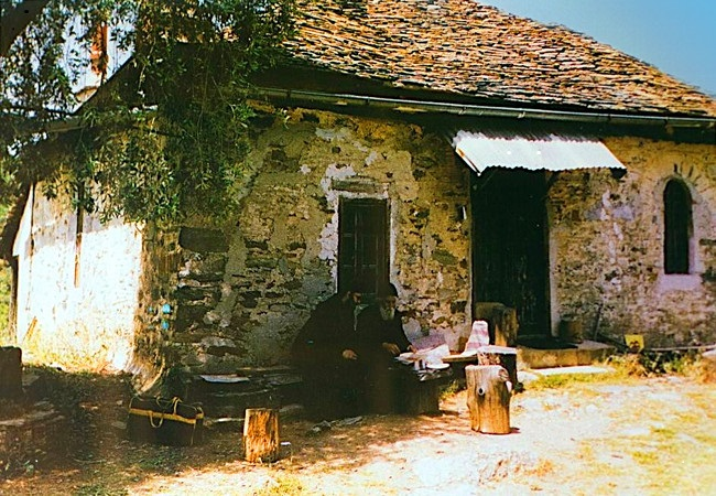 panagouda-agios-paisios-keli-moh-monaxos-egkatastathike-o-pater-paisios-1979